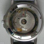 Bidirektionaler-vs-unidirektionaler-Aufzug-eines-automatischen-Uhrwerks