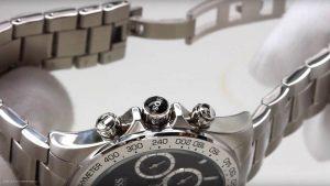 Boss-Herrenuhr-1512965-mit-breitem-Edelstahl-Gliederarmband