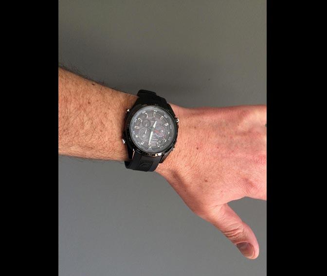 Armbanduhr am arm  Casio Herren-Solar-Armbanduhr EQS-500C-1A1ER mit Resin-Armband ...
