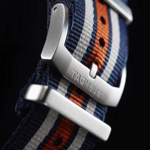 Formula-1-Chronograph-mit-Nato-Textil-Armband-in-Blau,-Weiß,-Orange