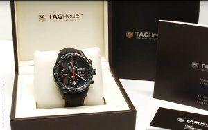 TAG-Heuer-Caliber-16-Carrera-Uhr-im-NISMO-Design-mit-Titangehaeuse
