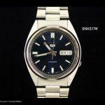 Kompakte-Seiko-5-Uhr-mit-dunkelblauem-Ziffernblatt