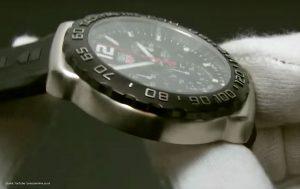 Schwarz-Silberner-Herrenchronograph-von-TAG-Heuer