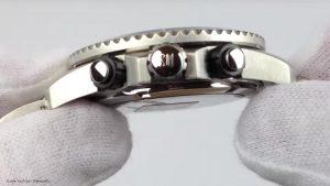 C013.417.21.057.01-entspiegeltes-Uhrenglas-und-sportliches-Design