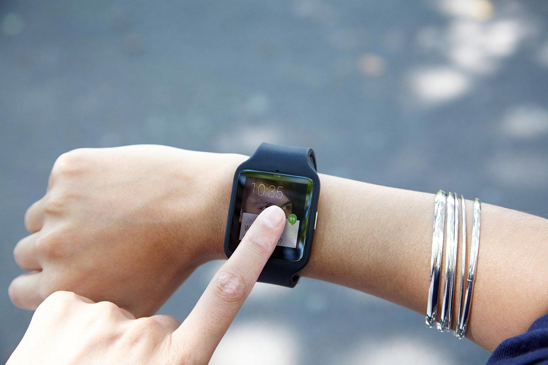 smartwatch-mit-touchscreen-touch-display